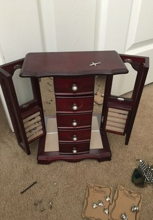 Jewelry box for Sale in Sanger, CA
