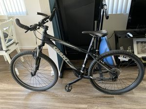 GIANT Mountain Bike for Sale in San Marcos, CA