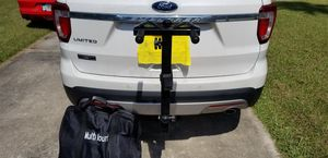 Hitch Bike Rack with table and umbrella for Sale in Clearwater, FL