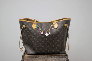 Louis Vuitton Monogram Neverfull MM + Charm for Sale in Brea, CA