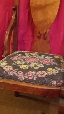 Queen Ann Victorian Laminat Style Hardwood Chair for Sale in Flint,  MI