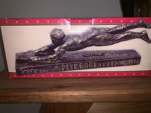 Cincinnati Reds Pete Rose Collectible statue (Never Opened) for Sale in Reynoldsburg, OH