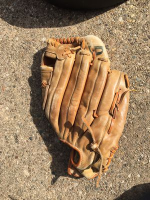 Baseball glove for Sale in Chevy Chase, MD