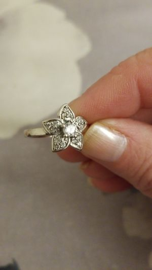 Ladies flower sterling silver ring 925, New $15plus shipping. for Sale in Effort, PA