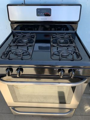 Black Stainless Stove Frigidaire for Sale in Fontana, CA