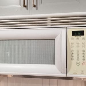 Whirlpool Microwave for Sale in Naples, FL
