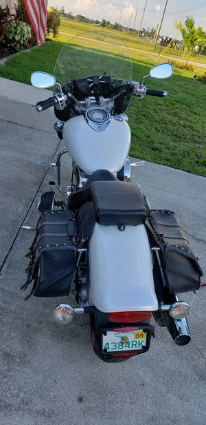 Yamaha Vstar 1100 with low miles, 8600. Pearl white, shaft drive. 3200$ or BO for Sale in Cape Coral, FL