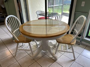 Small expandable kitchen table for Sale in Boca Raton, FL