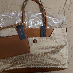 NEW‼️TOMMY TOTE BAG for Sale in Miami, FL