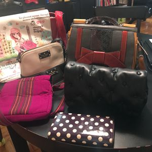 5 Purses And 2 Wallet Some New And Some Used But Good Condition for Sale in Queens, NY