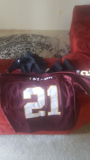 Reebok Sean Taylor 75th anniversary stitched jersey for Sale in Oxon Hill, MD