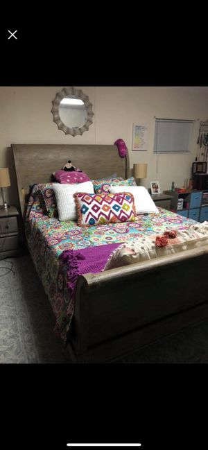 Beautiful wooden queen bed frame for Sale in Rockville, MD