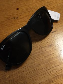 Unisex Black Ray-ban Sunglasses for Sale in Fremont,  CA