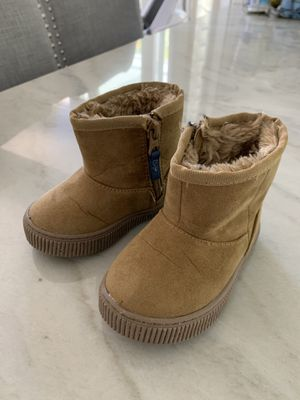 Cat & jack ugg boots size 5 toddler for Sale in Rancho Santa Margarita, CA