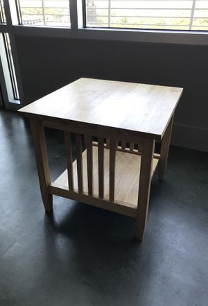 Light colored wood side/end table for Sale in Austin, TX