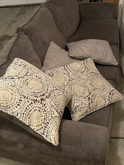 Serta Brand Sofa for Sale in Brunswick,  OH