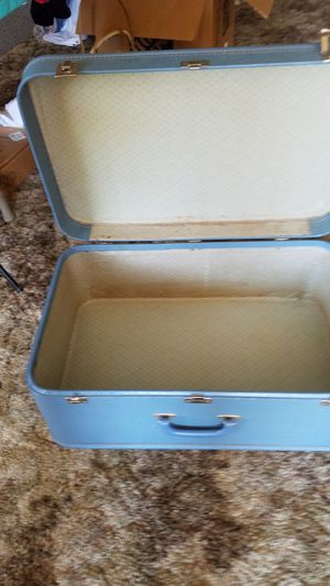 Vintage suitcase for Sale in East Moline, IL