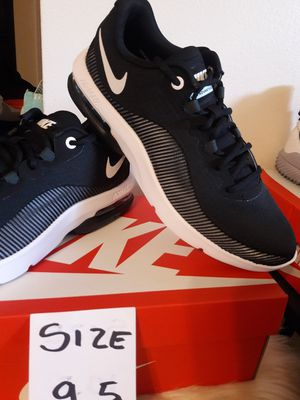 NIKE MAX SIZE 9.5 MEN for Sale in Highland, CA