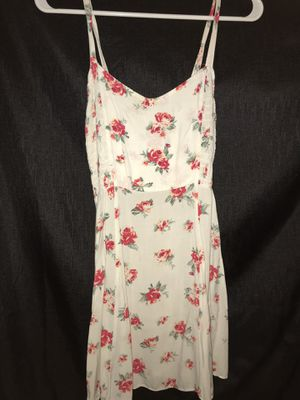 White dress with red flowers for Sale in Paramount, CA