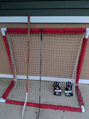 Hockey net, 2 sticks and gloves for Sale in Wildwood, NJ