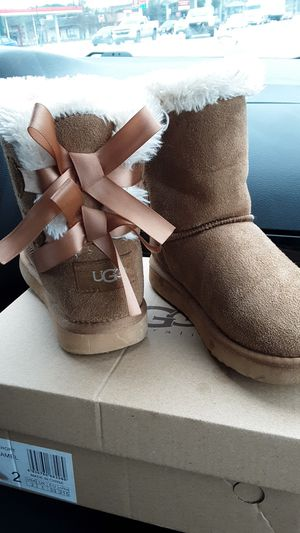 Size 2 girls Ugg boots for Sale in Atlanta, GA