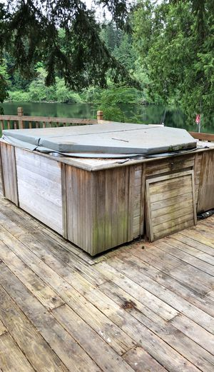 Hot tub for Sale in Stanwood, WA
