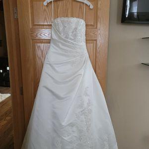 DEMETRIOS WEDDING DRESS for Sale in Temecula, CA