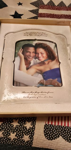 Lenox Wedding Photo frame 8×10 for Sale in Imperial, MO