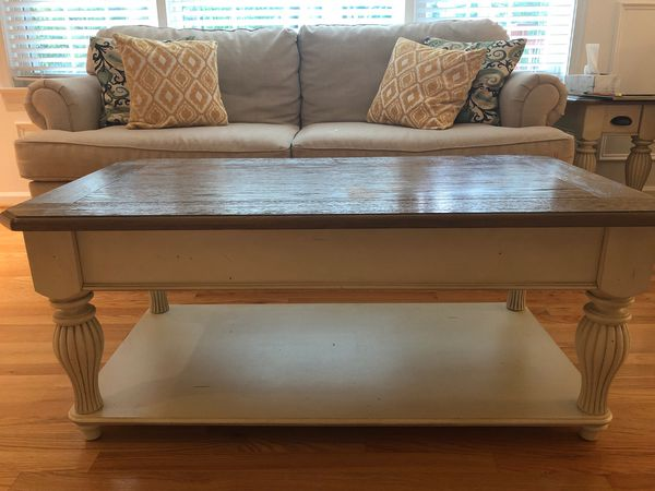 Extendable Wood coffee table