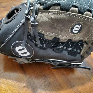 "11 1/2"" Wilson Softball Glove for Sale in Lake Stevens, WA"