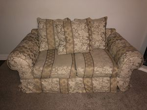 Love seat couch for Sale in Katy, TX