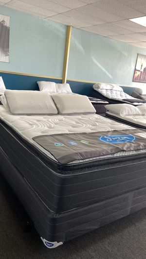 Queen 14'' Thick Pillow Top Mattress O4ZAL for Sale in Arlington, TX