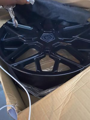 GWG WHEELS 22 inches SATIN BLACK GLOSS for Sale in Pompano Beach, FL