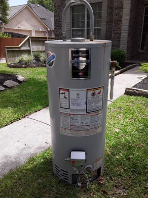 40 gallon water heater for Sale in Houston, TX