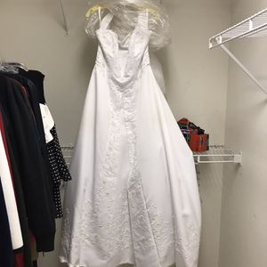 Forever Young Wedding Dress, Veil, Tiara And Gloves for Sale in Algonquin, IL