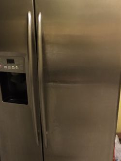 GE Fridge With Ice & Water Maker Door Cheap Price for Sale in Cleveland,  OH