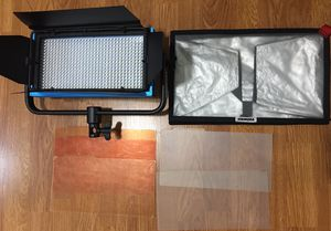 Dracast LED 500 Pro LED Film Light with barn doors for Sale in Los Angeles, CA