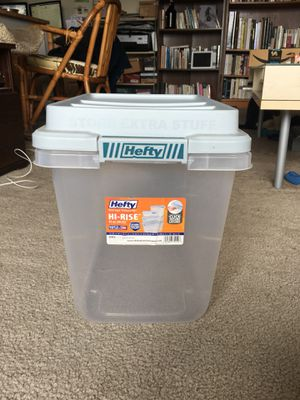 Hefty storage container - 32 qt. for Sale in Los Angeles, CA
