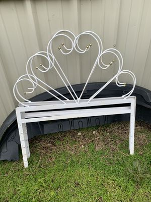 Twin bed headboard and footboard for Sale in Austin, TX