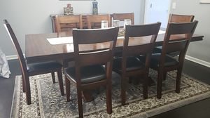 Solid wood dining/kitchen table. for Sale in Newburgh, IN