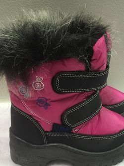 New toddler girls size 6 faux fur trimmed and lined winter snow boots for Sale in Berwyn,  IL