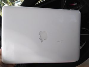 Apple MacBook 13.3″ Notebook - Core 2 Duo 2.26 GHz - 2 GB RAM - 250 GB HDD - White for Sale in Hilo, HI