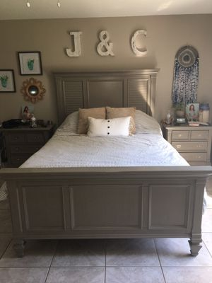 Queen Bed and two matching night stands for Sale in PT CHARLOTTE, FL