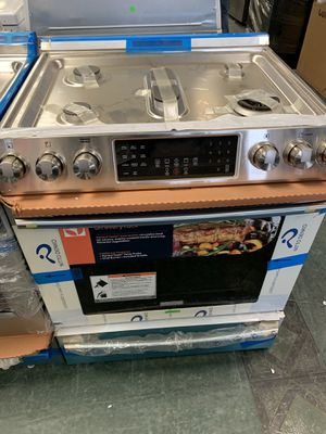 """New 30"""" FRIGIDAIRE PROFESSIONAL SERIES SLIDE IN GAS STOVE STAINLESS STEEL WITH WARRANTY for Sale in Lake Ridge, VA"""