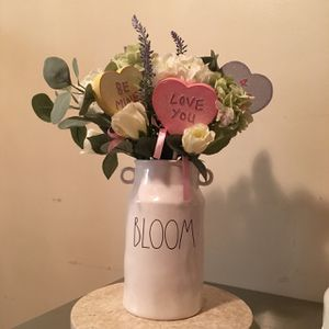 Rae Dunn Bloom Flower Vase for Sale in Los Angeles, CA