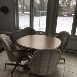 Dining Table/chairs Plus one Side Chair for Sale in Combined Locks, WI