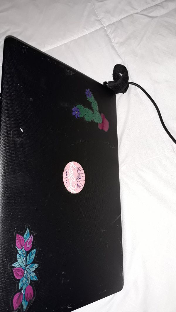 Hp laptop with CD drive and 10 key pad.