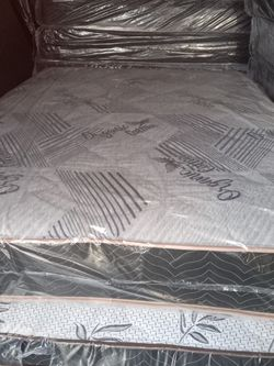 FULL REGULAR MATTRESS AND BOX SPRING for Sale in Fresno,  CA