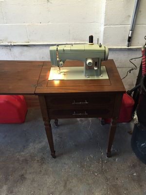 Sewing machine kenmore for Sale in Pittsburgh, PA