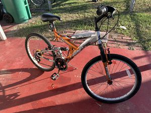 Bike next rides well ok condition 18 speed cheap deal for Sale in Miami, FL